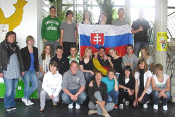 Miro (v strede) si s nemeckými spolužiakmi od samého začiatku rozumel.