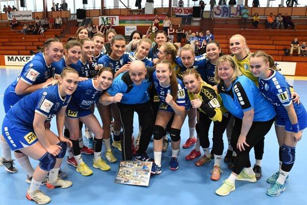 Hádzanárky Šale získali v sezóne dvakrát bronzové medaily.