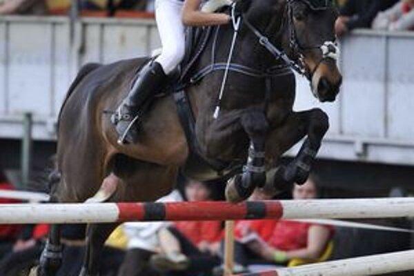 Po nešťastnom páde s koňom Piece Of My Heart Radka Ivanová triumfovala v sedle Monte Christa.