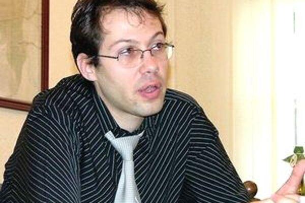 Ladislav Dubovský sa pre policajné vyšetrovanie už raz postu primátora vzdal a na čas ho nahradil viceprimátor Ľudovít Katona.
