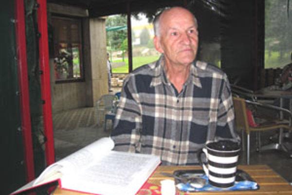 Bývalý učiteľ pracoval na slovníku vyše dvadsať rokov.