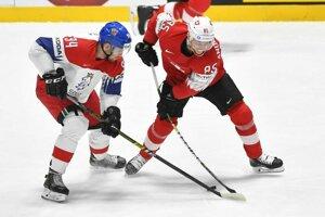 Sven Andrighetto a Radek Faksa v zápase základnej B-skupiny Česko - Švajčiarsko na MS v hokeji 2019.