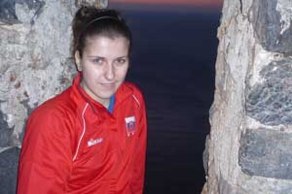 Sedemnásťročná Poltárčanka Rdka Kubaliaková si oblieka dres extraligového tímu COP Nitra.