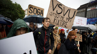 Umelci žiadali koniec ministerky kultúry Laššákovej (video)