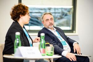Juri Džibladze je predsedom moskovského Centra pre rozvoj demokracie, bol medzi pioniermi občianskej spoločnosti v Rusku. Na Slovensko prišiel ako hosť Fóra občianskej spoločnosti EÚ a Ruska, ktoré sa začiatkom mája stretlo v Bratislave.