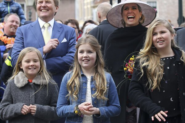 Holandské princezné (zľava) Ariana (11), Alexia (13) a Catharina-Amalia (15)