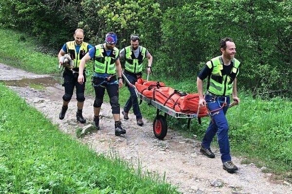 Záchranári boli v teréne aj v piatok.