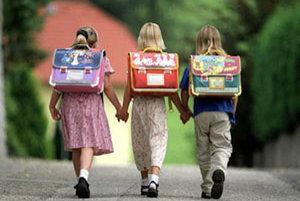 Cieľom navrhovanej právnej úpravy je zlepšenie školskej dochádzky detí.