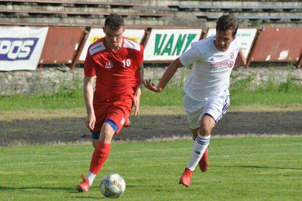 Považská Bystrica (v červenom)získal v Nitre tri body.