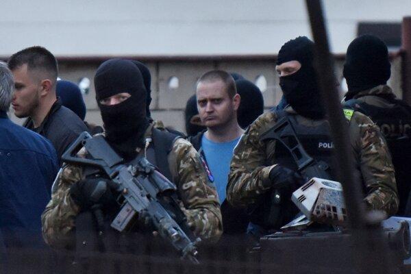 Obvinený Miroslav Marček počas rekonštrukcie vraždy.