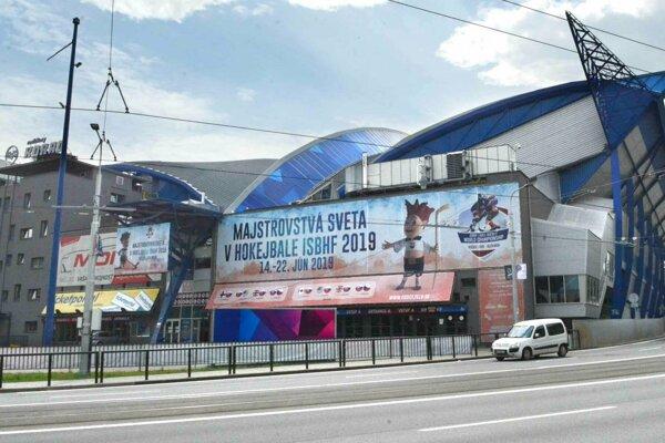 Steel Aréna pomaly mení svoj vzhľad pred majstrovstvami sveta v hokejbale.