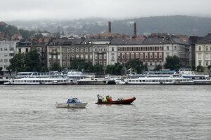 Záchranári prehľadávajú Dunaj.