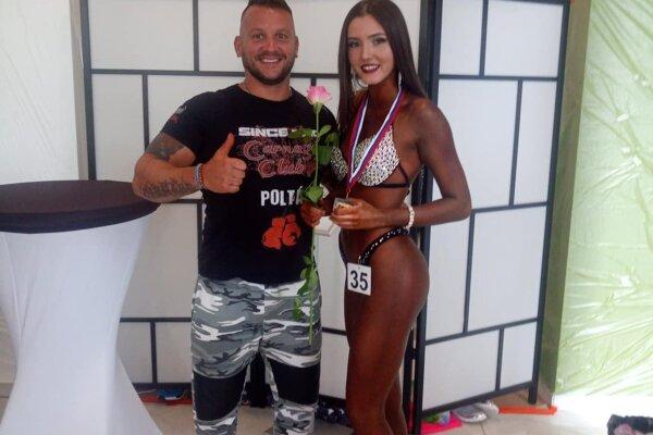Tréner Peter Sitor a Diana Šuľajová.