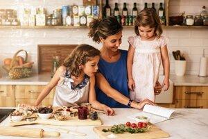 S najmenšími pri sporáku: Štyri dôvody, prečo variť s deťmi