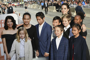 """""""Nechcem, aby z mojich detí boli perfektne vychovaní ľudia, ktorí hovoria vždy len to čo musia, pretože som to povedala. Musia nájsť sami seba,"""" povedala o rodičovstve Angelina Jolie."""