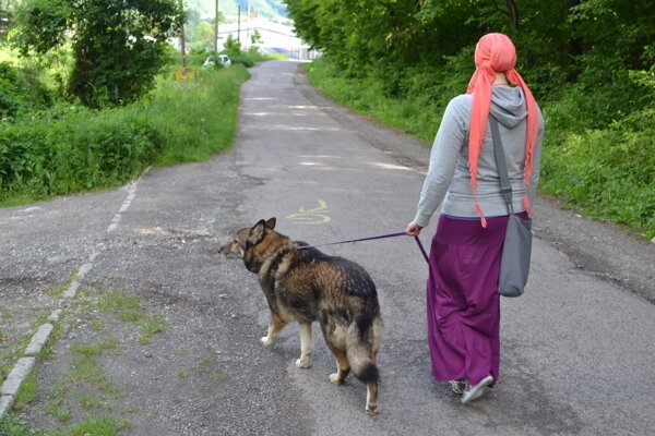 Veronika Sabol chodieva na prechádzku s Rexom do lesoparku Hubková.