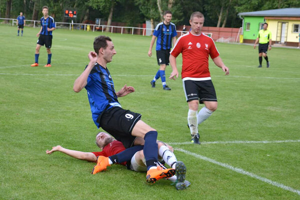 Nový Tekov si doma poradil s Pohronským Ruskovom hokejovým výsledkom 9:2.