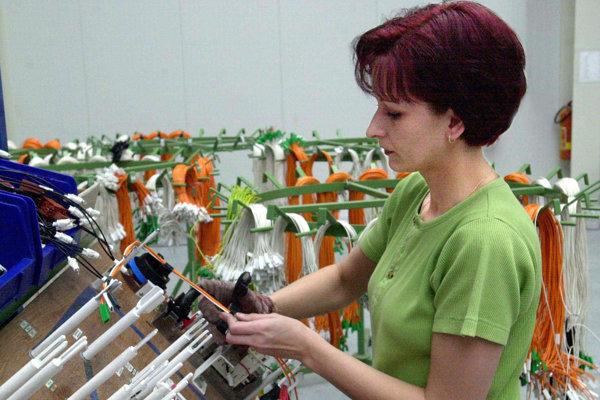 Výroba káblových zväzkov vo Valaskej Belej skončí.