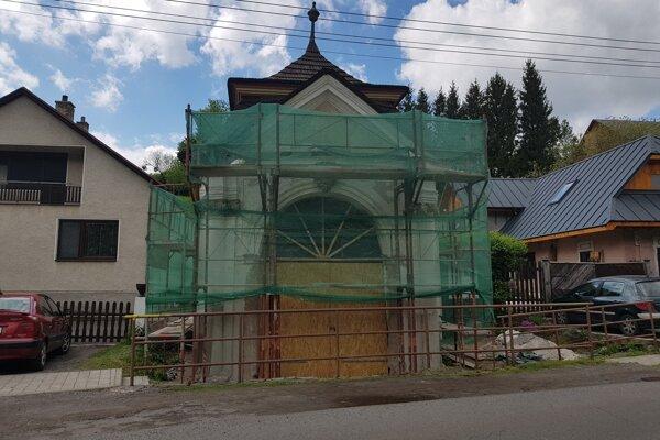 Kaplnku rekonštruujú od roku 2018.