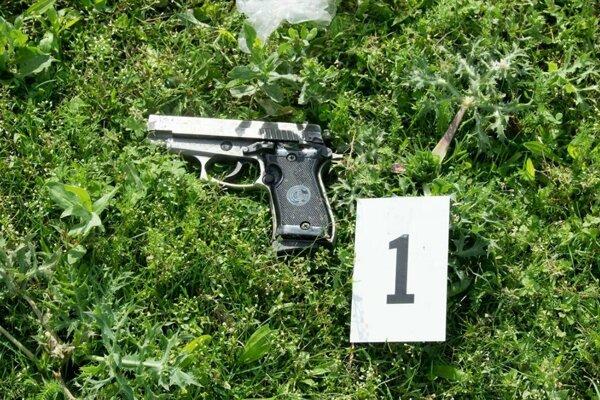 Zbraň z ktorej sa strieľalo.