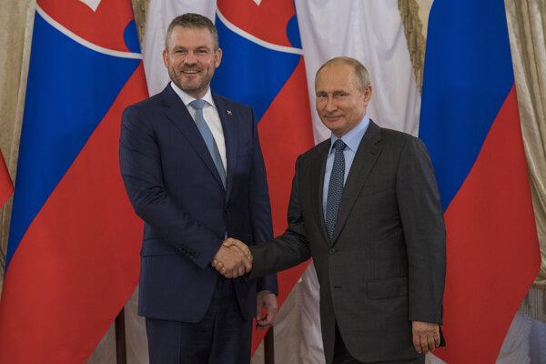 Premiér Peter Pellegrini uprednostnil namiesto osláv vylodenia stretnutie s ruským prezidentom Vladimírom Putin.