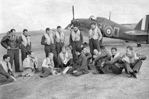 Piloti 310. čs. stíhacej perute v septembri 1940 v anglickom Duxforde.