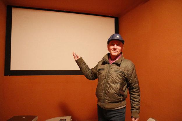Sála vznikla v niekdajšej kancelárii vedúceho kina.