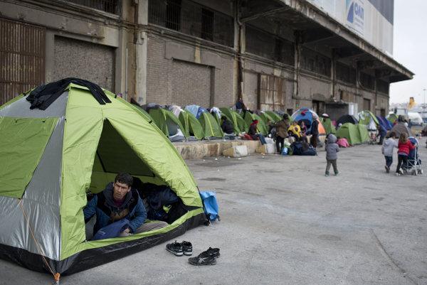 Utečenci v aténskom prístave Pireus.