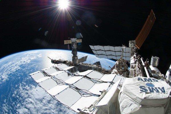 Experiment AMS sa nachádza na vesmírnej stanici.