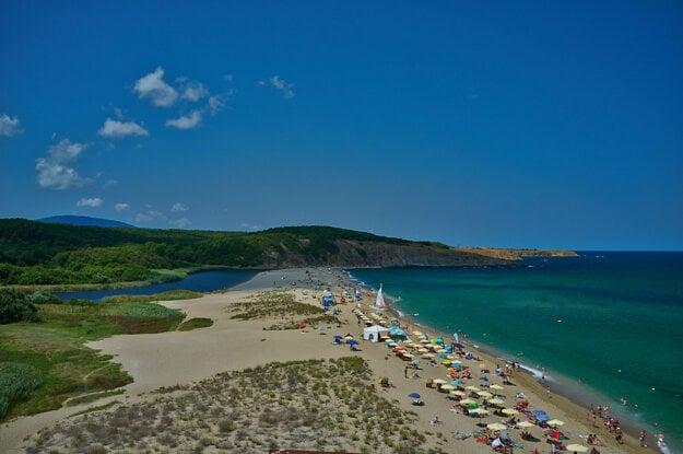Bulharské pláže si možno užívať za menej ako hodinu a pol letu.
