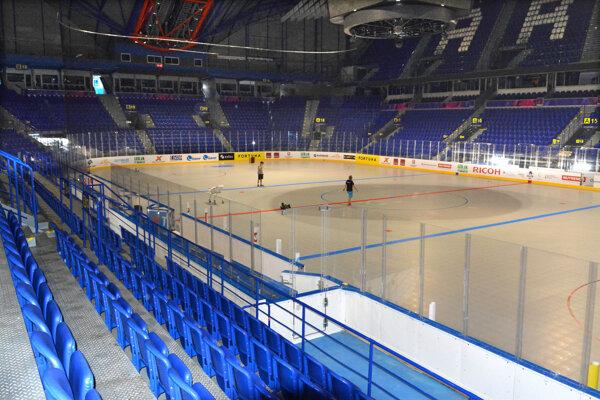 Plocha Steel Arény je pripravená na MS v hokejbale.