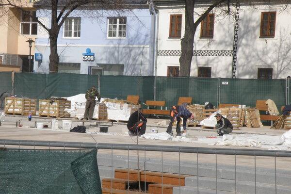 Hotové dielo s fontánou by na Námestí slobody v Prievidzi malo byť do konca marca.