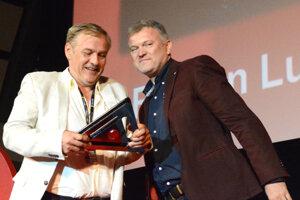Roman Luknár prišiel do Košíc nielen kvôli predpremiére svojho nového filmu Casino.sk. Od organizátorov Art Film Festu si prevzal cenu Hercova misia.
