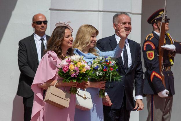 Exprezident Kiska odovzdal palác prezidentke Čaputovej.