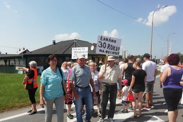 Jabloničania bojujú za obchvat už 30 rokov.