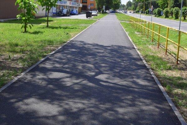 Humenčanov potešia chodníky bez dier.