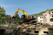 Búranie kultúrneho domu začali v zadnej časti. Na tomto mieste kedysi stála kinosála.