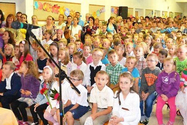 Do hruštínskej základnej školy chodí 330 žiakov. Po plodnom vlaňajšku sa obudúcnosť obávať nemusí.