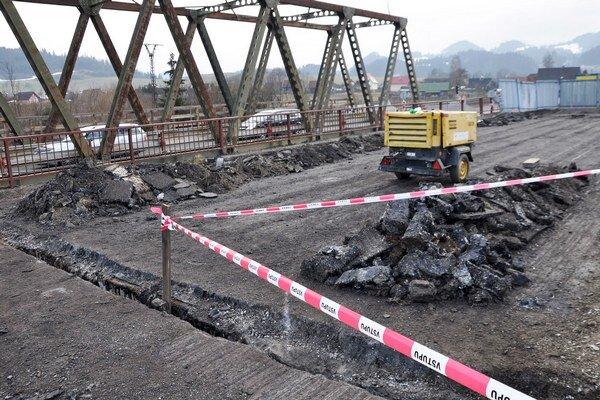 Poškodený most v Podbieli je zatvorený od septembra minulého roku.