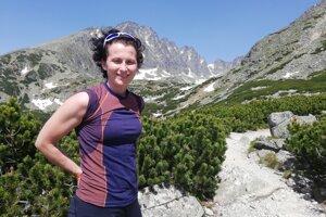 Katarína Števčeková, hlas ktorý sa prihovára ľuďom v núdzi z tiesňovej linky 18 300 a autorka knihy Denník písaný horami.