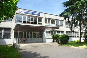 Obchodná akadémia na Polárnej sa počas prázdnin bude sťahovať.