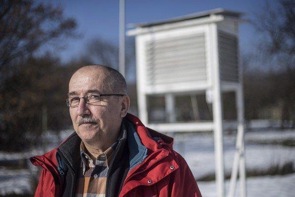 Podľa klimatológa Pavla Faška súvisia teplejšie zimy, ktoré zažívame, s globálnym otepľovaním.