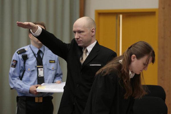 Anders Breivik zvykne pojednávanie začínať nacistickým pozdravom.