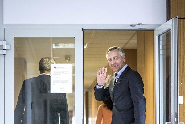 Ján Figeľ sa vzdal predsedníckej funkcie v KDH po voľbách.