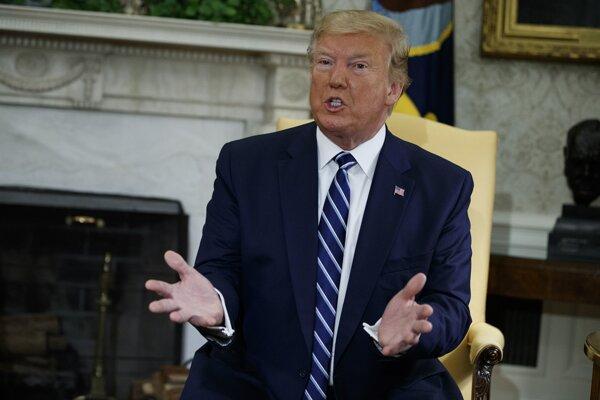 Trump v piatok na Twitteri oznámil, že v noci na piatok na poslednú chvíľu odvolal nálety na iránske ciele.