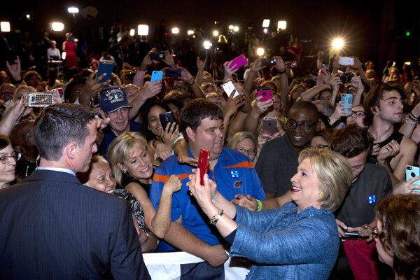Clintonová zvíťazila vo svojom rodnom štáte.