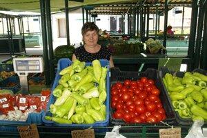 Anna Murárová predáva ovocie a zeleninu na sídlisku Píly v Prievidzi.