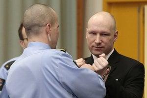 Breivik pred súdom v Skien.