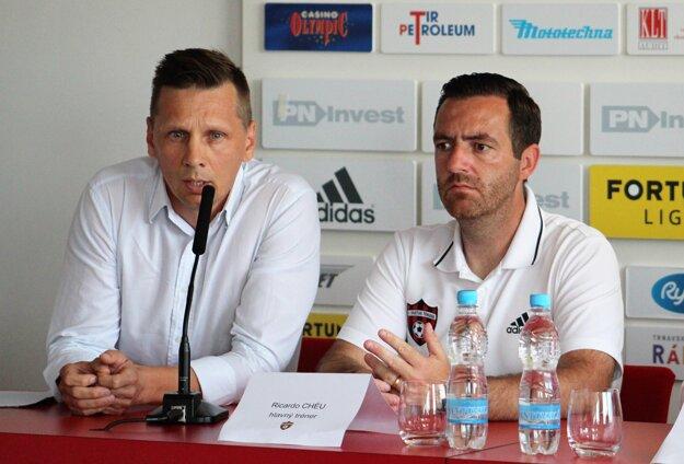 PR manažér klubu Patrik Velšic a tréner Ricardo Chéu