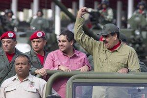 Prezident Venezuely Nicolás Maduro so svojim synom Nicolásom.
